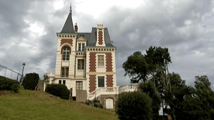 """La villa """"Les Roches brunes"""", un joyau de l'architecture du 19e siècle.  (France 3)"""