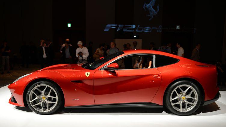 La Ferrari F12 Berlinetta, le coupé le plus puissant de la marque italienne, est doté d'un moteur V12 de 740 chevaux. (TOSHIFUMI KITAMURA / AFP)