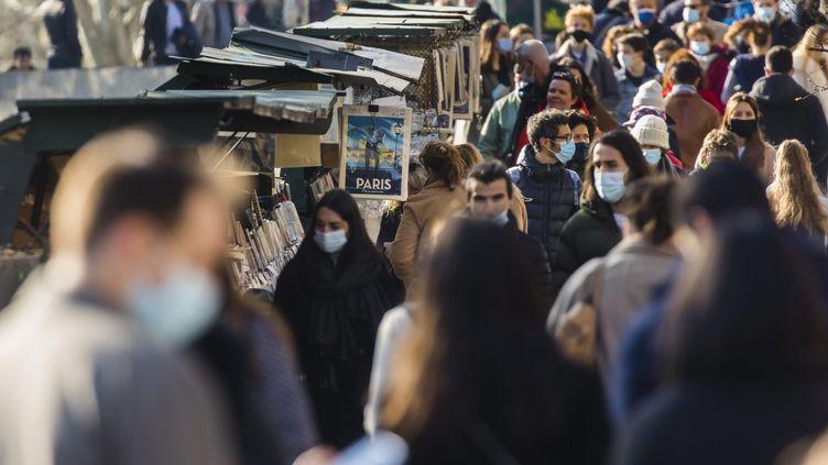 Les quais de Seine à Paris, le 20 mars 2021. (VINCENT ISORE / MAXPPP)