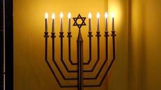 Chandelier à huit branches. Symbole juif. (PELAEZ JULIO / MAXPPP)