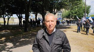 Philippe Ballard, tête de liste du RN pour les élections régionales à Paris, lors de la manifestations des policiers à proximité de l'Assemblée Nationale, le 19 mai 2021. (CHARLES-EDOUARD AMA KOFFI / FRANCEINFO)