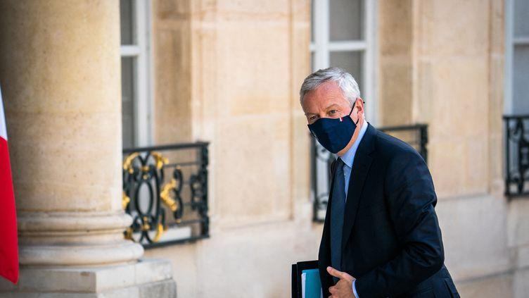 Le ministre français de l'Economie, Bruno LeMaire, à l'entrée du palais de l'Elysee, à Paris, le 19 juillet 2021. (XOSE BOUZAS / HANS LUCAS / AFP)