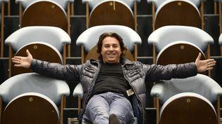 Le ténor français Roberto Alagna sur des gradins en 2014. (STEPHANE DE SAKUTIN / AFP)
