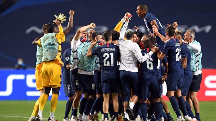 Le PSG fête sa qualification pour la finale de la Ligue des champions, à Lisbonne, le 18 août 2020. (DAVID RAMOS / POOL)