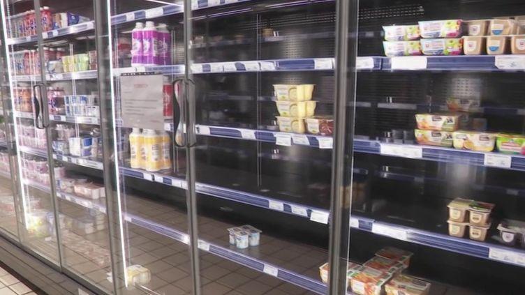 En marge de la grève contre la réforme des retraites, la Guadeloupe a du mal à s'approvisionner en denrées alimentaires. Certains rayons se vident. (FRANCE 2)