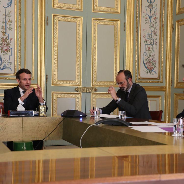 Emmanuel Macron, Édouard Philippe et Olivier Véran à l'Élysée, en mars 2020. (LUDOVIC MARIN / POOL / MAXPPP)