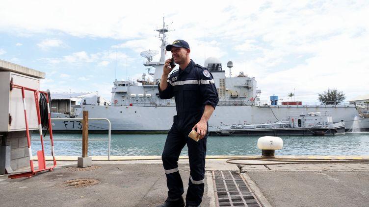 Le skippeur Kevin Escoffier à son arrivée sur l'île de la Réunion, jeudi 10 décembre 2020. (RICHARD BOUHET / AFP)
