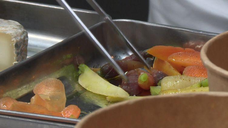Les petits plats à emporter du chef Christophe Hay. (France info)