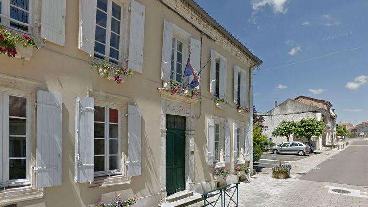 Capture d'écran Google Street view de la mairie de Baignes-Sainte-Radegonde (Charente). (GOOGLE STREET VIEW / FRANCETV INFO )
