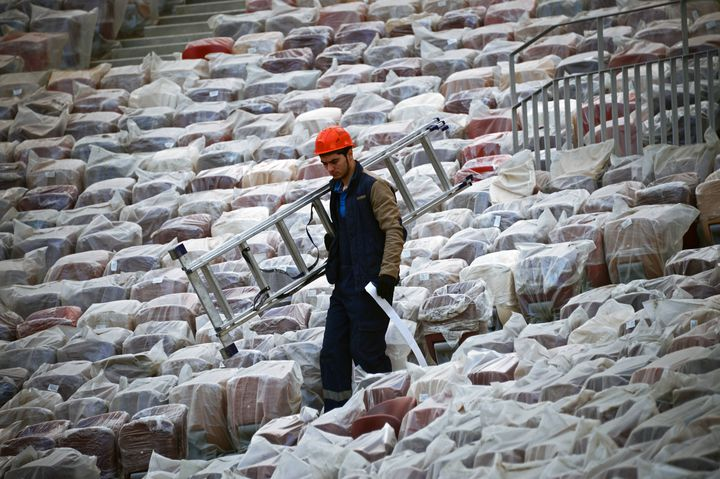 Ouvrier sur le chantier de l'un des futurs stades russes