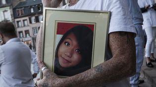 Une photographie de Sophie Le Tan, étudiante de 20 ans, disparue le 7 septembre 2018, lors d'un rassemblement à Strasbourg, le 18 octobre 2018. (ELYXANDRO CEGARRA / NURPHOTO)