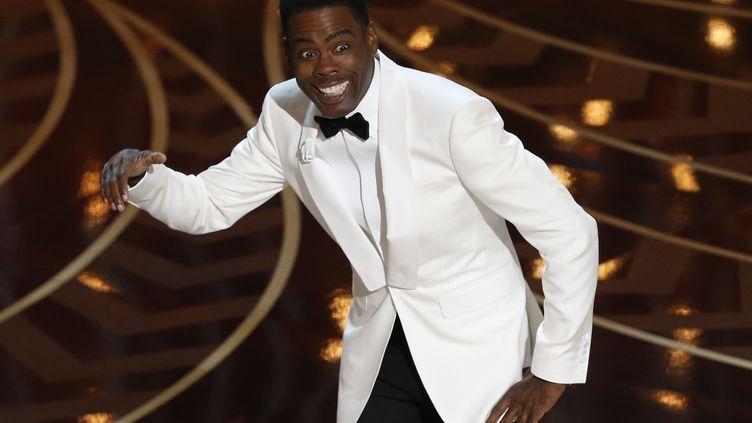 Le présentateur de la 88e cérémonie des Oscars, Chris Rock,a parsemé la soirée, dimanche 28 février 2016, de sketches évoquant le manque de diversité à Hollywood. (MARIO ANZUONI / REUTERS)