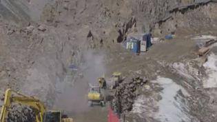 En Autriche, un projet d'extension de station de ski touche le premier glacier du Tyrol. Plusieurs associations environnementales ont décidé de déposer plainte. (FRANCE 2)