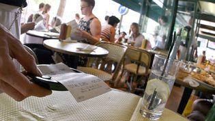 Augmentation du taux de TVA dans la restauration :au final qui va payer l'addition ? (EMILIEN CANCET / AFP)