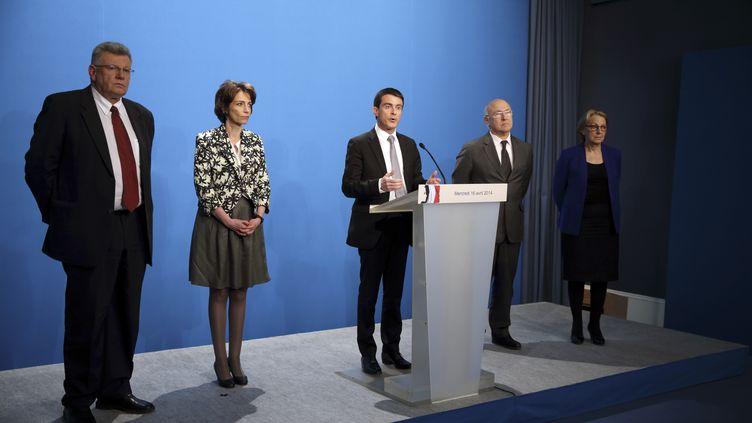 Le Premier ministre, Manuel Valls, présente son plan de 50 milliards d'euros d'économies à Paris, le 16 avril 2014. (PHILIPPE WOJAZER / AFP)
