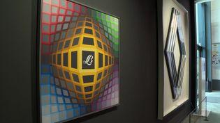 Deux oeuvres de Victor Vasarely qui témoignent des liens de l'artiste avec Renault et le fabricant de peinture Lefranc Bourgeois. (C. Massé / France Télévisions)