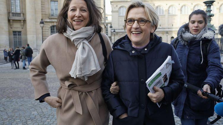 Agnès Buzyn et la maire du 5e arrondissement Florence Berthout, le 18 février 2020 à Paris. (MAXPPP)