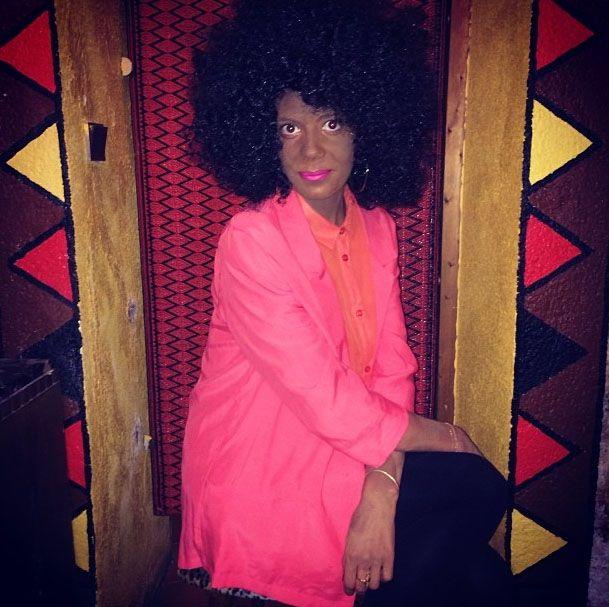 """Une journaliste de """"Elle"""", Jeanne Deroo, pose déguisée en Solange Knowles sur une photo postée sur son compte Instagram, en novembre 2013. (DR)"""