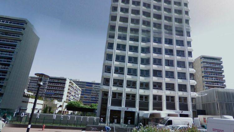 Plusieurs coups de feu ont été entendus dans la tour Méditerranée, avenue Cantini, dans le 6e arrondissement de Marseille, où est installé le cabinet de la dentiste, le 19 mars 2013. (GOOGLE MAPS / FRANCETV INFO )
