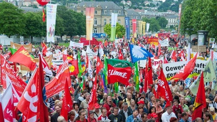 A Stuttgart, en Allemagne, manifestation contre le plan d'austérité du gouvernement d'Angela Merkel. (AFP/UWE ANSPACH GERMANY OUT)