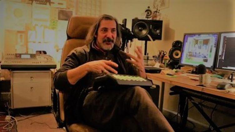 Niktus, compositeur, multi-instrumentiste, producteur, bassiste et cofondateur de FFF - Fédération Nationale de Funk, en 2015. (YOUTUBE capture d'écran)