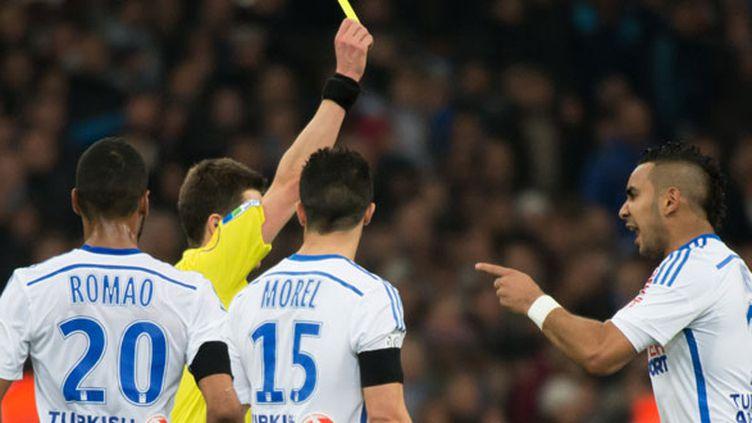 Dimitri Payet face à l'arbitre du match Marseille-Lyon
