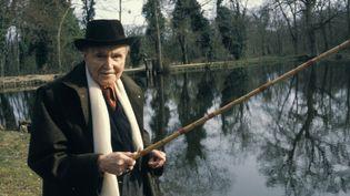 Maurice Genevoix, poète-romancier, à la pêche en avril 1980 en Sologne. (MICHELINE PELLETIER / GAMMA-RAPHO)