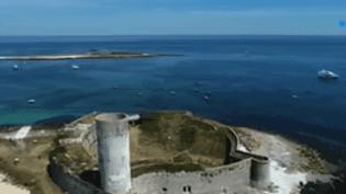 Au large du Finistère, le Fort-Cigogne est un monument en péril qui bénéficiera d'une enveloppe grâce au loto du patrimoine. (FRANCEINFO)