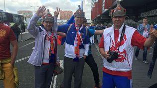 Des supporters russes viennent soutenirleur équipe qui joue contre la Slovaquie, mercredi 15 juin 2016 à Lille (Nord). (FABIEN MAGNENOU / FRANCETV INFO)