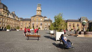 La place Ducale à Charleville-Mézières (Ardennes). (STEPHANE OUZOUNOFF / PHOTONONSTOP / AFP)