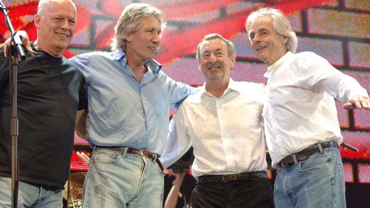 Le groupe Pink Floyd (David Gilmour, Roger Waters, Nick Mason et Rick Wright) en 2005 lors d'un concert àLondres. (RICHARD YOUNG / REX / SIPA)
