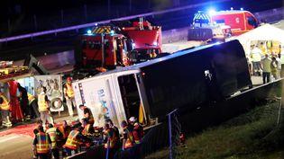 Accident de car mortel sur l'autoroute A7, dans la Drôme, le 26 mai 2018. (FABRICE HEBRARD / MAXPPP)