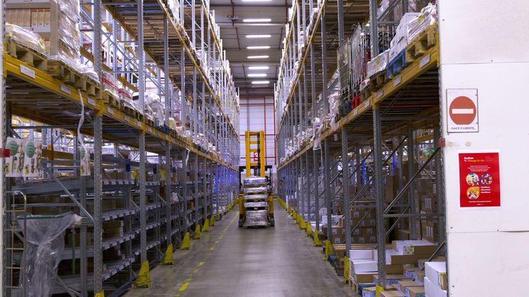 Un entrepôt logistique de la grande distribution. (photo d'illustration) (GUILLAUME BONNEFONT / MAXPPP)