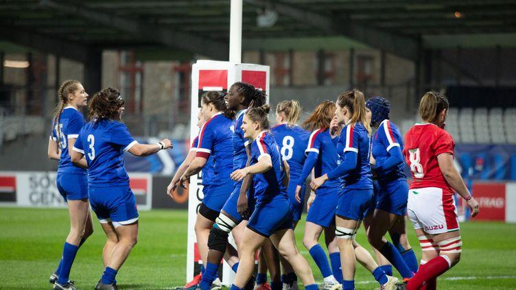 Les Bleues lors du Tournoi des Six Nations féminin, durant le match face au pays de Galles, le 3 avril 2021.  (DAMIEN KILANI / DK PROD)