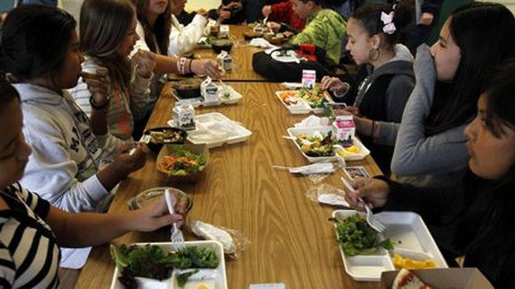 Dans une cantine scolaire à San Diego (Californie) le 7 mars 2011 (REUTERS - Mike Blake)