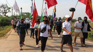 Une manifestation contre le coup d'Etat militaire à Dawei (Birmanie), le 4 avril 2021. (HANDOUT / DAWEI WATCH / AFP)