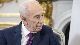 L'ancien président israélien Shimon Peres s'entretient avec François Hollande le 25 mars 2016. (ETIENNE LAURENT / POOL / AFP)