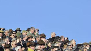 Des turfistes assistent aux courses hippiques lors du festival deCheltenham (Royaume-Uni), le 11 mars 2014. (TOBY MELVILLE / REUTERS)