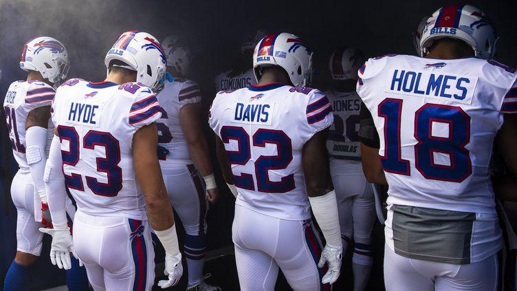 Vontae Davis rentre aux vestiaires avec le maillot des Buffalo Bills sur le dos, le 16 septembre 2018 à Orchard Park (Etat deNew York, Etats-Unis). Il ne reviendra pas. (BRETT CARLSEN / GETTY IMAGES NORTH AMERICA / AFP)