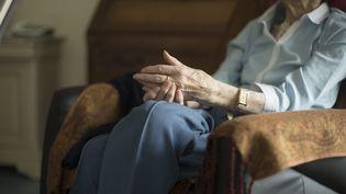 Une personne âgée en maison de retraite (illustration). (BOILEAU FRANCK / MAXPPP)