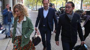 Emmanuelle Franck, Jean-Baptiste Alary et Alexandre Martin, les avocats de Cédric Jubillar, à l'extérieur du tribunal de Toulouse, le 15 octobre 2021. (FRED SCHEIBER / AFP)
