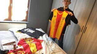 Un jeune supporter du RC Lens souffrant de surdité a été harcelé sur les réseaux sociaux au début de l'année 2021. Le club de foot a pris sa défense, lundi 11 janvier. (France 3)
