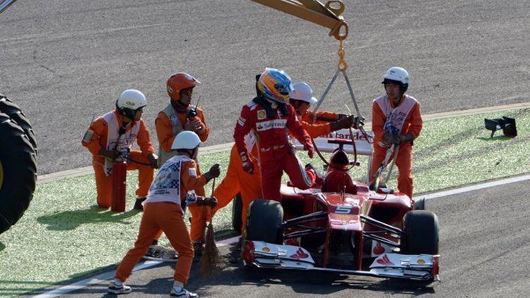 Fernando Alonso obligé de quitter sa voiture accidentée à Suzuka