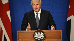 Le Premier ministre britannique Boris Johnson lors d'une allocution confirmant la levée des restrictions sanitaires, le 12 juillet 2021 à Downing Street (Londres, Royaume-Uni). (DANIEL LEAL-OLIVAS / AFP)