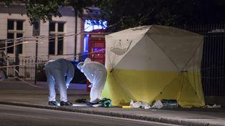 La police scientifique enquête sur les lieux de l'attaque au couteau, commise dans la soirée du mercredi 3 août 2016,  à Russell Square, à Londres (Royaume-Uni). (MAXPPP)