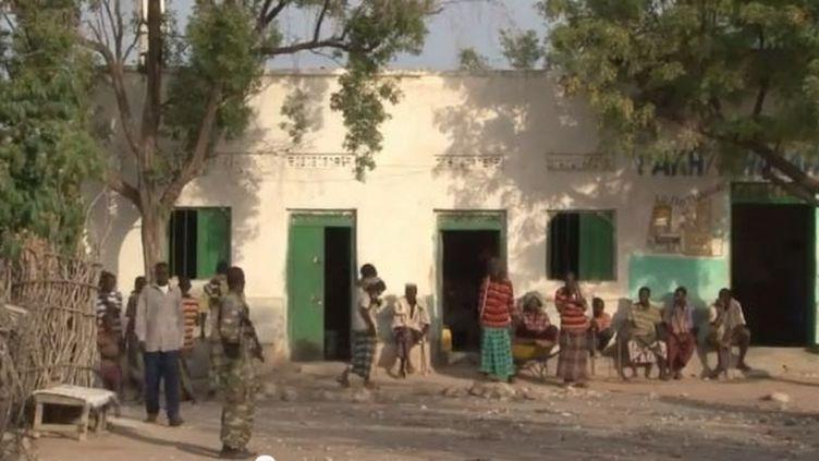 Après la fuite des Shebab, la vie de la communauté reprend ses droits à Hurgur (15 avril 2012). (FTV)