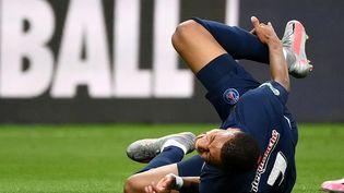 Kylian Mbappe était sorti à la 31e minute lors de la finale de la Coupe de France contre Saint-Etienne (FRANCK FIFE / AFP)