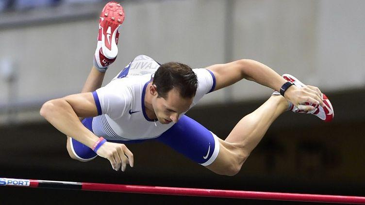 Renaud Lavillenie a franchi une barre à 5,87m à Lausanne (DOMINIQUE FAGET / AFP)