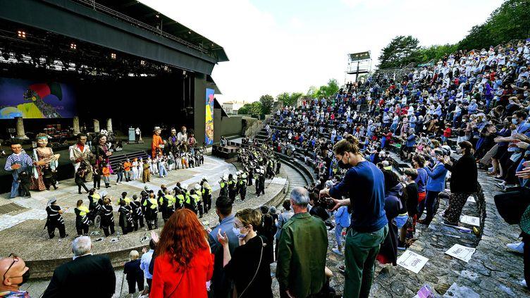 Le défilé de la Biennale de la danse a eu lieu le 6 juin 2021 dans l'enceinte du théâtre antique de Fourvière (RICHARD MOUILLAUD / MAXPPP)