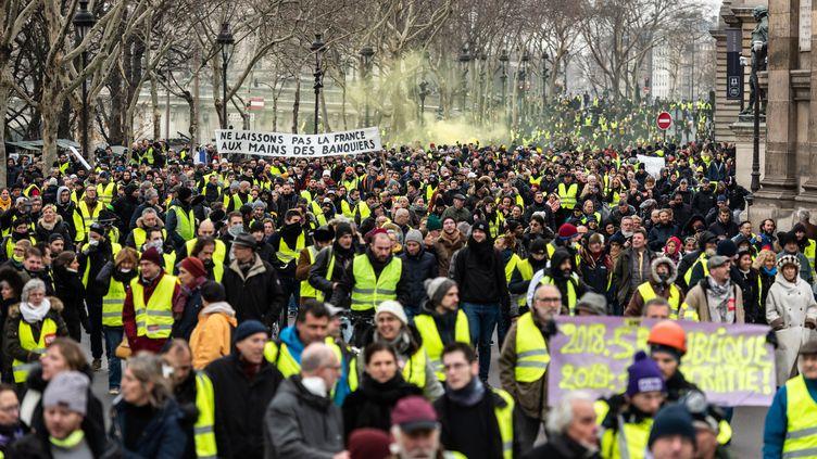 """Des """"gilets jaunes"""" manifestent à Paris, le 5 janvier 2019. (KARINE PIERRE / HANS LUCAS / AFP)"""